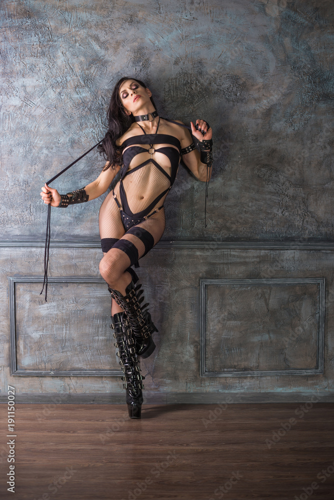 Fotografia Sexy Dominatrix Woman In Black Lingerie With Whip Europosters Es