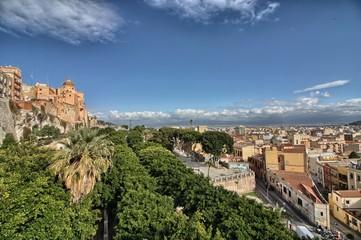 Fototapeta na wymiar Panorama di Cagliari. Cattedrale, bastioni e Giardino sotto le mura
