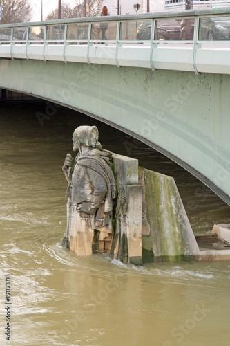 Le Zouave Du Pont De L Alma Inondations De La Seine Hiver