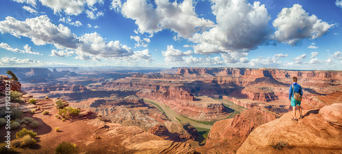 Foto auf Leinwand Arizona Hiker in Dead Horse Point State Park, Utah, USA
