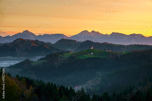 Cadres-photo bureau Desert de sable Sveti Tomaz church in Slovenia