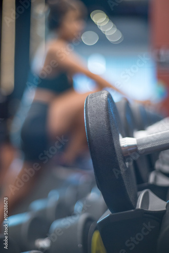 Fotografía  blond woman warm up exercising  gym with headphones and water