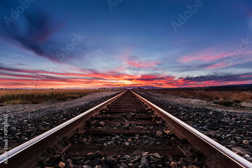 Foto op Canvas Spoorlijn Vivid Railroad Sunset
