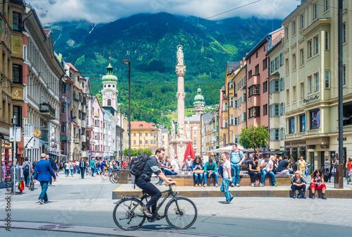 Fotografía  Maria Theresien Street in Innsbruck, Austria