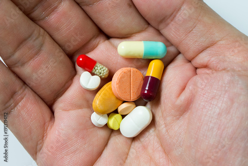 Fotografia Hand full of large pile of different pills