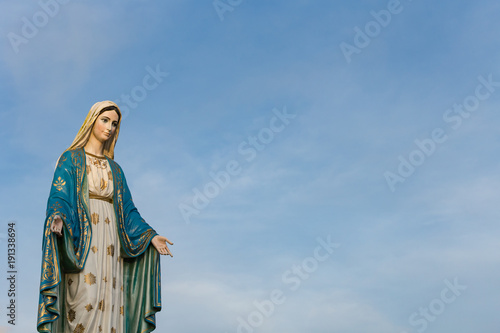 Fotografía The Blessed Virgin Mary in front of the Roman Catholic Diocese, public place in Chanthaburi,  Thailand