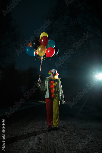 Photo of clown with balls in hands at night Slika na platnu