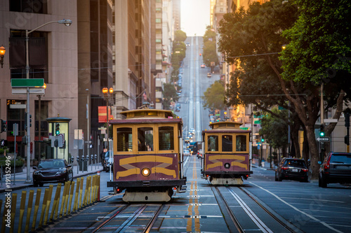 Spoed Foto op Canvas Amerikaanse Plekken San Francisco Cable Cars on California Street at sunrise, California, USA