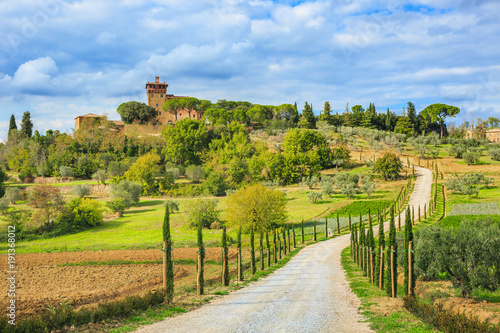 Photo Autumn landscape of the most picturesque part of Tuscany, Val d'orcia valley nea