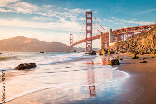 Photo sur Toile San Francisco Golden Gate Bridge at sunset, San Francisco, California, USA