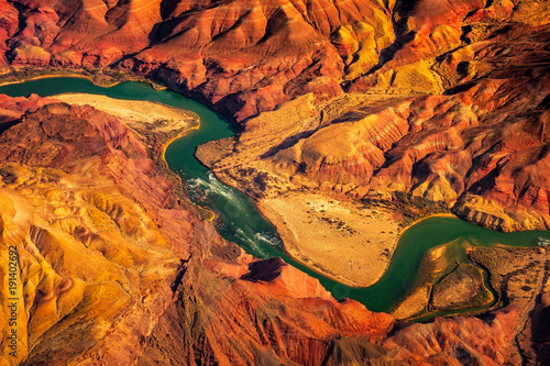 Montage in der Fensternische Rotglühen Aerial landscape view of Colorado river in Grand canyon, USA