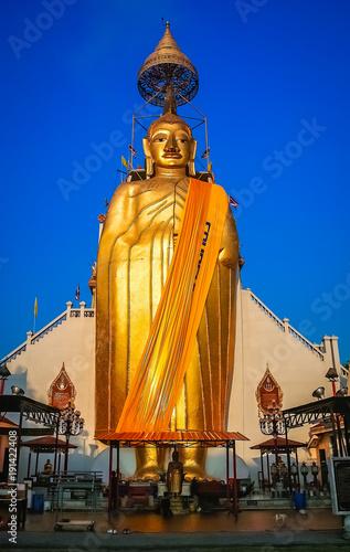 Cuadros en Lienzo Huge Golden Buddha statue
