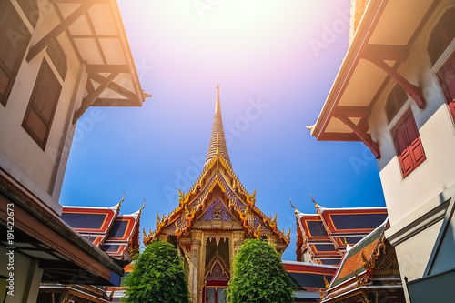 Fotografía Rooftops of the Buddhist temple in Bangkok