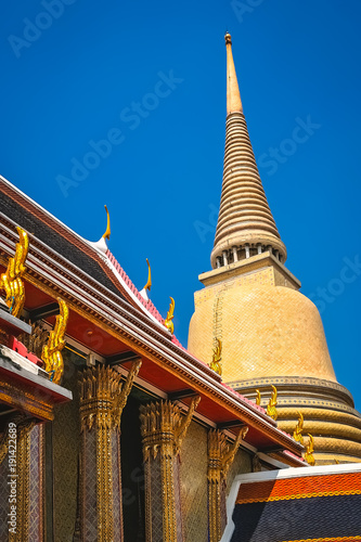 Fotomural Golden Stupa in the Grand Palace in Bangkok