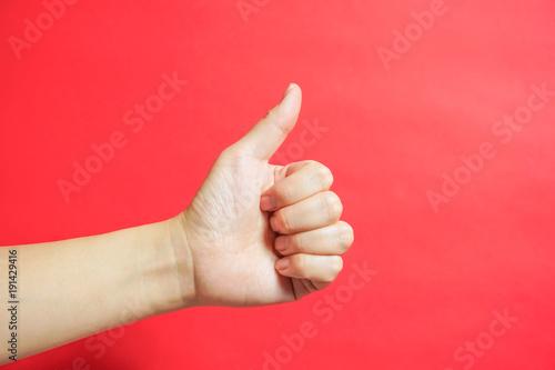Photo  手の表現イイネ、グッドをする手 明るいパターン 赤色素材