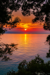 Fototapeta na wymiar bright sunset above the sea