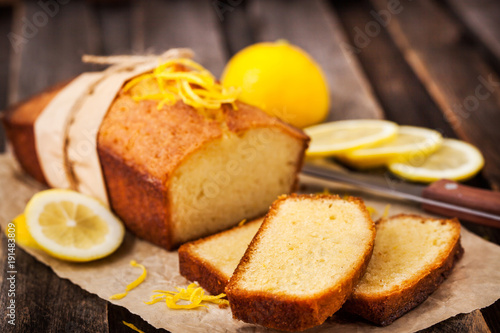 Tableau sur Toile Classic lemon pound cake on rustic wooden background