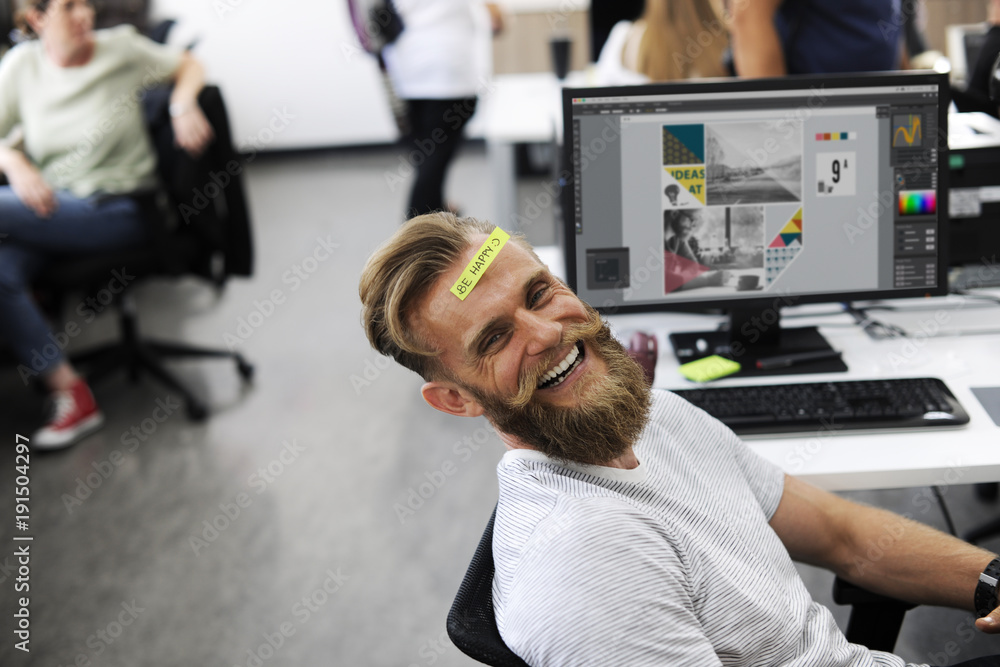 Fototapety, obrazy: Man Having Be Happy Sticky Note on Forehead During Office Break Time