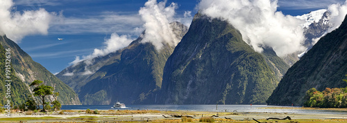 Foto auf AluDibond Neuseeland Activities at Milford Sound (Fjordland, New Zealand)