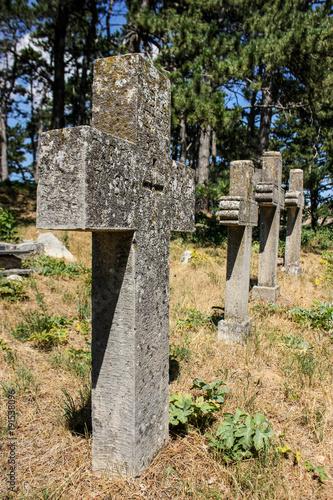 Zdjęcie XXL kamienny krzyż na starym cmentarzu