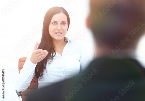 Fotomural  Severe female manager criticize her team member