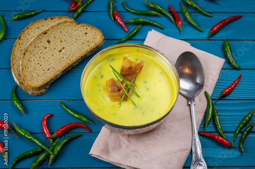 Fototapeta  Hausgemachte Kartoffel Pastinaken Suppe mit krossem Parma Schinken