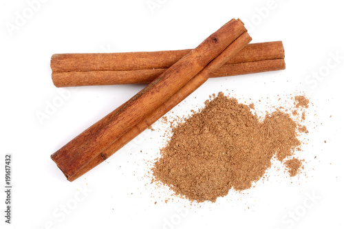 Photographie Cinnamon sticks with powder isolated on white background