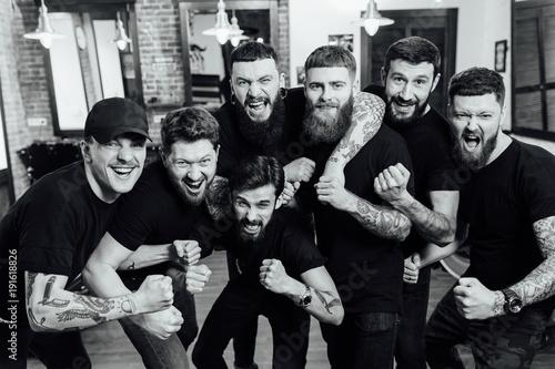 Fotografía  Professional hairstylists in barbershop interior