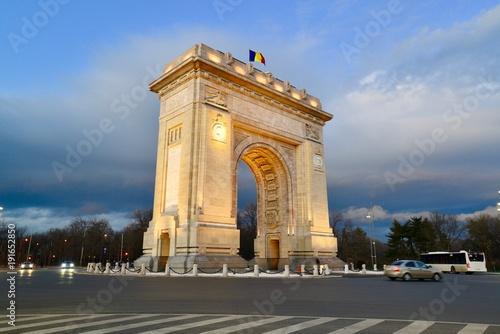 Fényképezés  ブカレストの凱旋門と教会