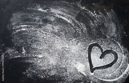 Foto Baking background with heart shape and flour on the dark table