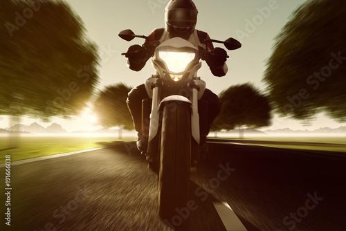 Motorrad fährt auf Allee Canvas