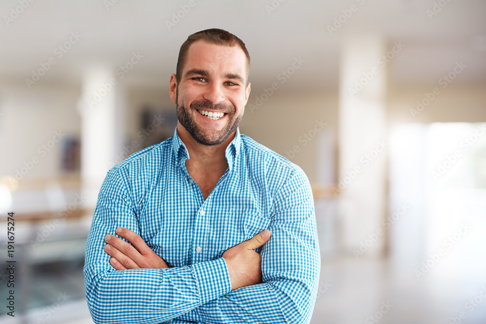 Fototapety, obrazy: Smiling man standing in business center