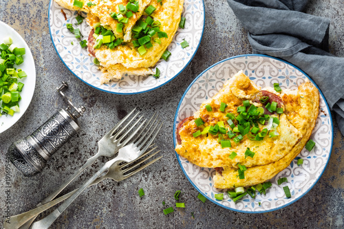 Fotografía  Omelet or omelette with fresh green onion, scrambled eggs