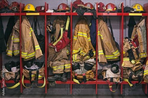 Canvastavla Firefighter gear helmet on a truck