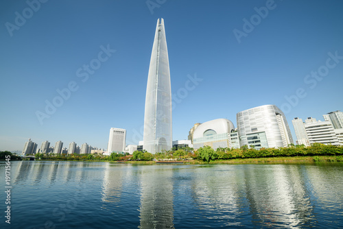Photo sur Aluminium Seoul Scenic modern Seoul skyline. Wonderful tower at downtown