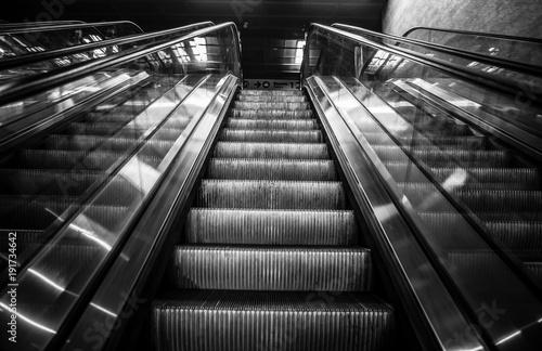 Fototapeta styl industrialny schody-czarno-biale