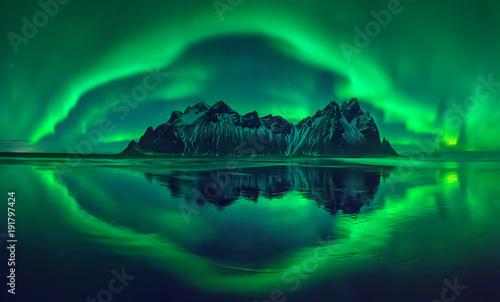 Foto auf Gartenposter Insel Vestrahorn aurora