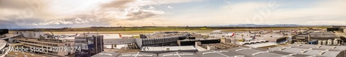 Stickers pour porte Aeroport Flughafen Wien Schwechat Österreich (LOWW) Panorama