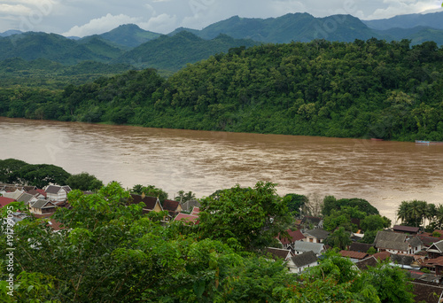 In de dag Groen blauw Viewpoint and landscape in Luang Prabang, Laos.