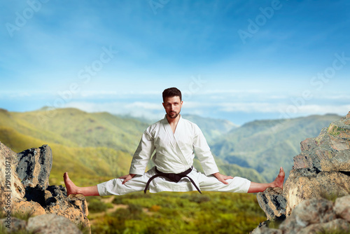 Photo Stands Martial arts Martial arts master, extreme stretching exercise