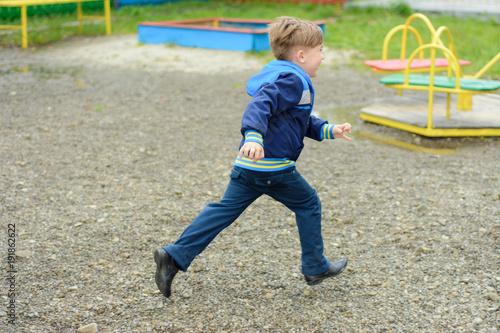 Tablou Canvas Amazing Ukrainian boy running around the playground