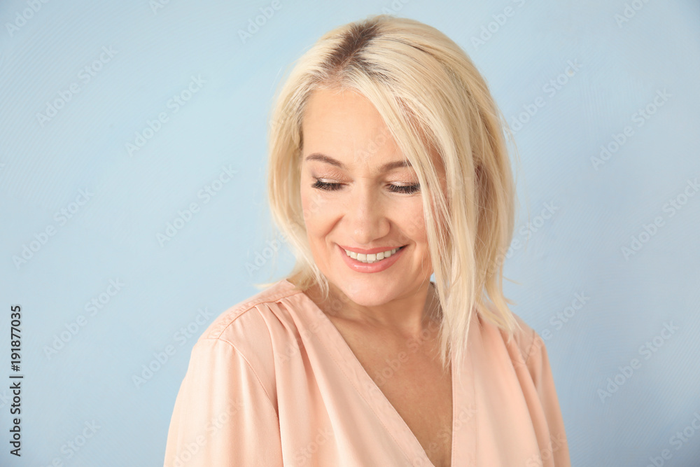 Fototapety, obrazy: Portrait of smiling mature woman on color background