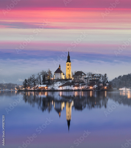 In de dag Ijsbeer Amazing sunset at the lake Bled in winter, Slovenia.