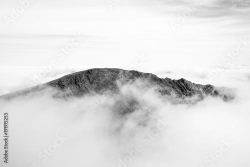 Foto auf Gartenposter Weiß Grib Goch ridge peeking through the clouds, Snowdonia