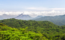 Volcan Arenal Dominates The Ho...