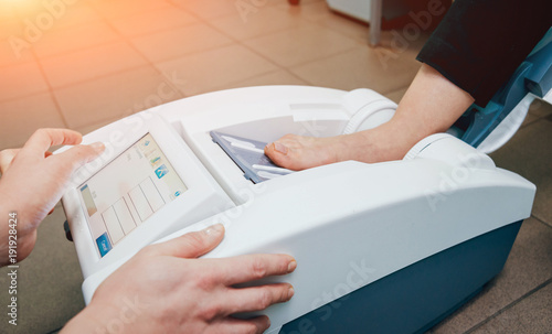 Fotografía  Portable medical equipment for diagnosis bone density.
