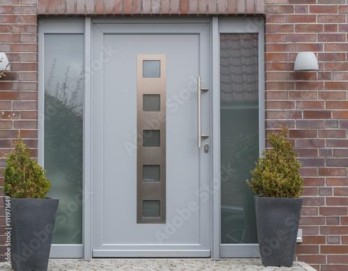 Fényképezés  Eingangsbereich mit Haustür eines Hauses