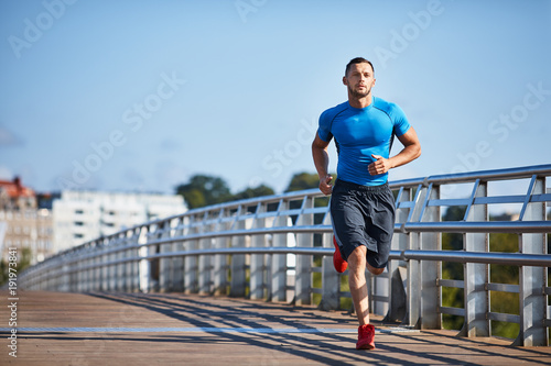 Photo sur Aluminium Jogging Handsome athletic man out jogging in the city