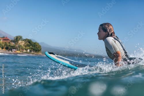 surf woman surfing the wave in ocean Fotobehang