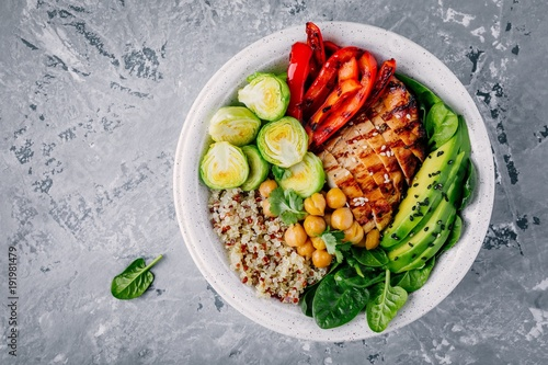 Papiers peints Assortiment Vegetable bowl lunch with grilled chicken and quinoa, spinach, avocado, brussels sprouts, paprika and chickpea